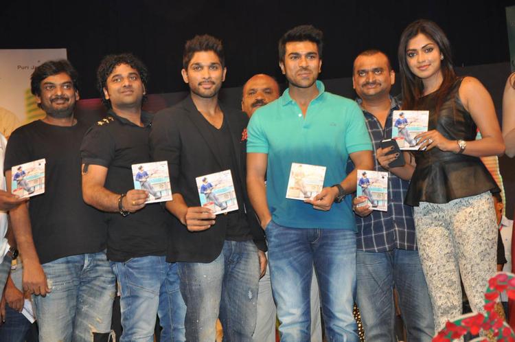 Puri Jagannadh,Allu,Ram Charan And Amala Posed With Audio CD At Iddarammayilatho Audio Launch Function