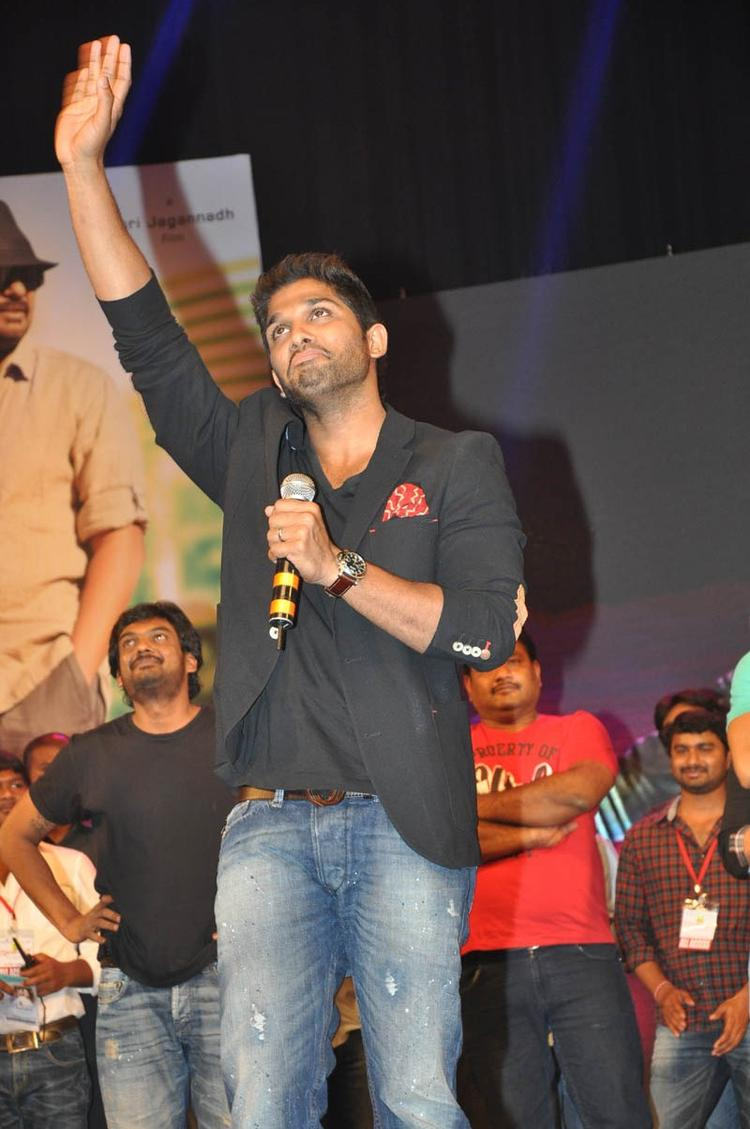 Allu Arjun Speaking Still At Iddarammayilatho Audio Launch Function