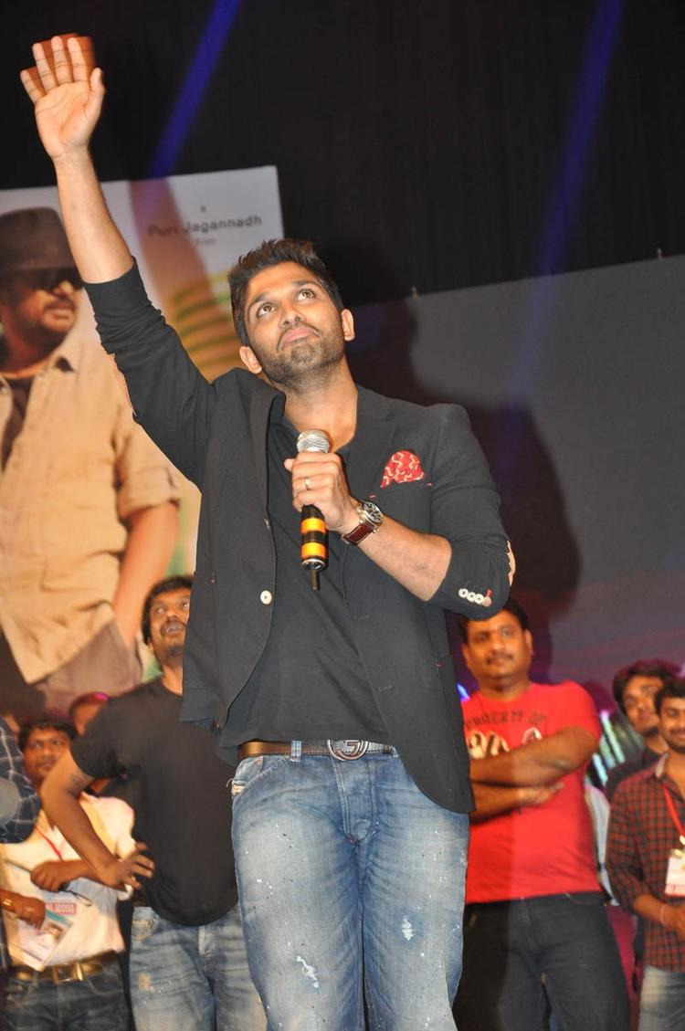 Allu Arjun On The Stage At Iddarammayilatho Audio Launch Function