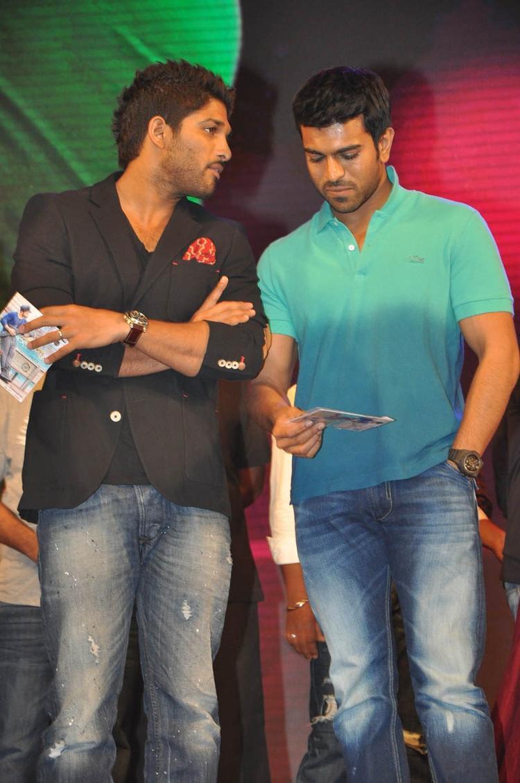 Allu Arjun And Ram Charan Teja Discussion At Iddarammayilatho Audio Launch Function