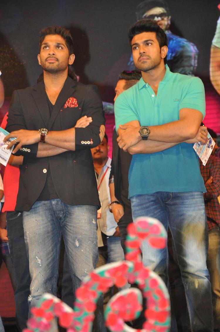 Allu Arjun And Ram Charan Teja Posed For Camera At Iddarammayilatho Audio Launch Function