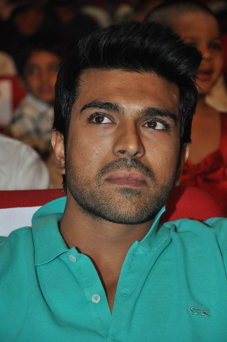 Ram Charan Teja Nice Look At Iddarammayilatho Audio Launch Function