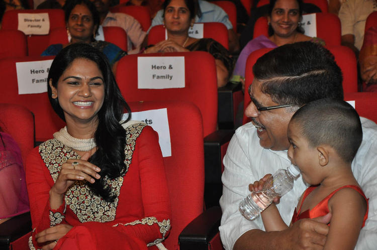 Sneha And Allu Arvind Smiling Look At Iddarammayilatho Audio Launch Function