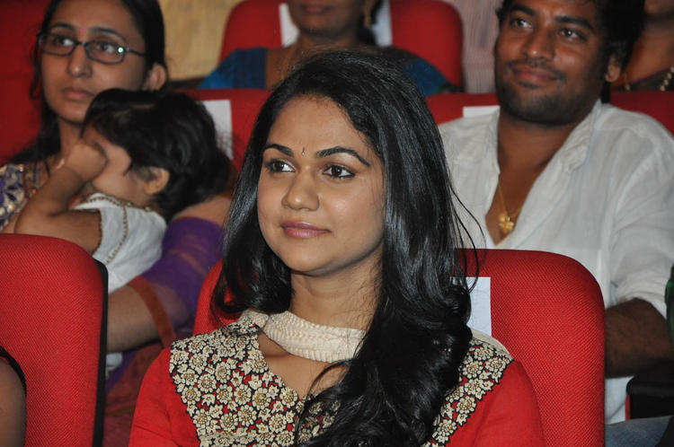 Sneha Dazzles At Iddarammayilatho Audio Launch Function