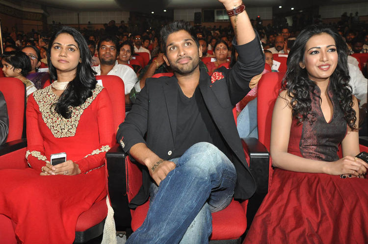 Sneha With Hubby Allu And Catherine At Iddarammayilatho Audio Launch Function