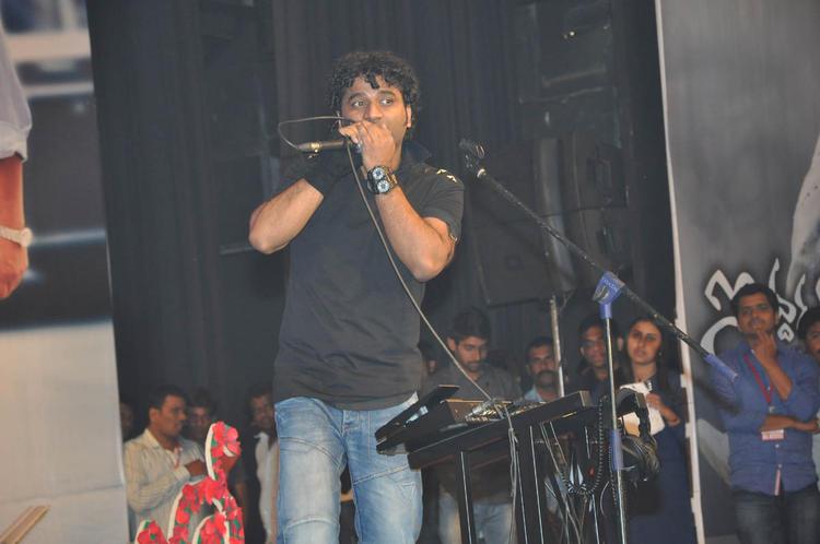 Devi Sri Prasad Nice Performance At Iddarammayilatho Audio Launch Function