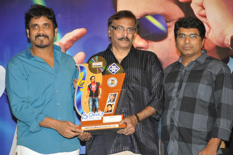 Nagarjuna Pose During The Launch Of Greeku Veerudu Hexa Platinum Disc