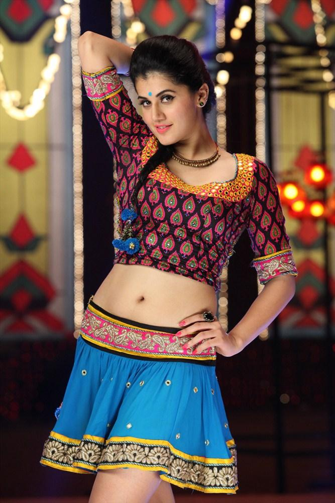 Taapsee Pannu Navel Show Sexy Look Still From Shadow Movie