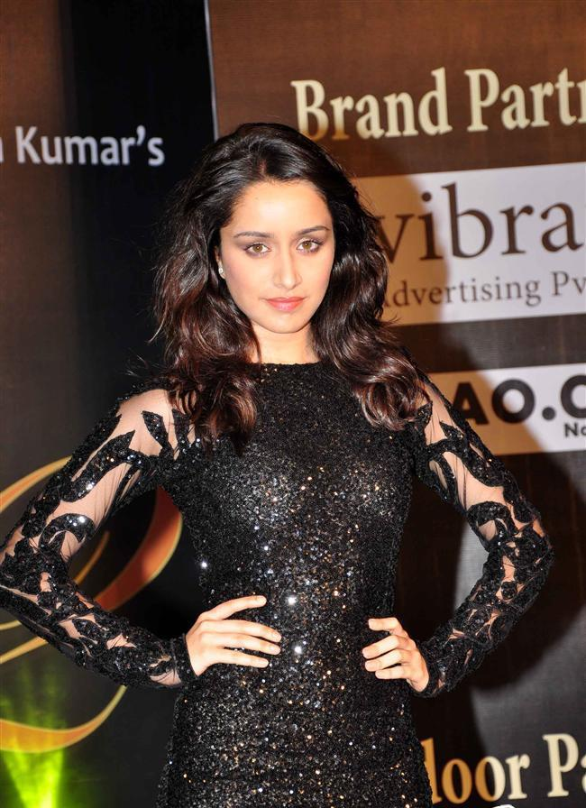 Shraddha Hot Stunning Pose During The Aashiqui 2 Music Concert