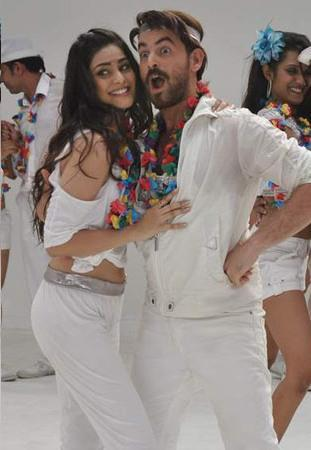 Neil and Puja Cute Still On The Sets To Shoot A Song Coco Cola