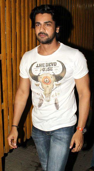 Arjan Bajwa Snapped At The Special Screening Of Aashiqui 2