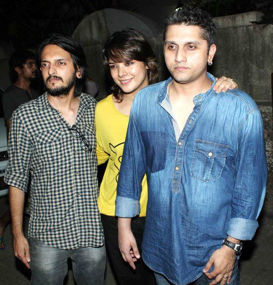 Mohit Suri Snapped At The Special Screening Of Aashiqui 2 With Wife Udita