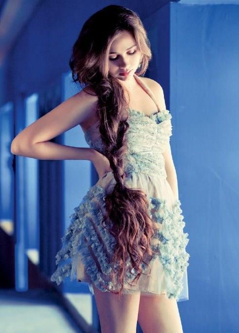 Sasheh Aagha Fashionable Look Sexy Photo Shoot For Harper's Bazaar India May 2013