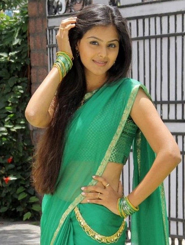 Monal Gajjar Hot Navel Show In Green Saree