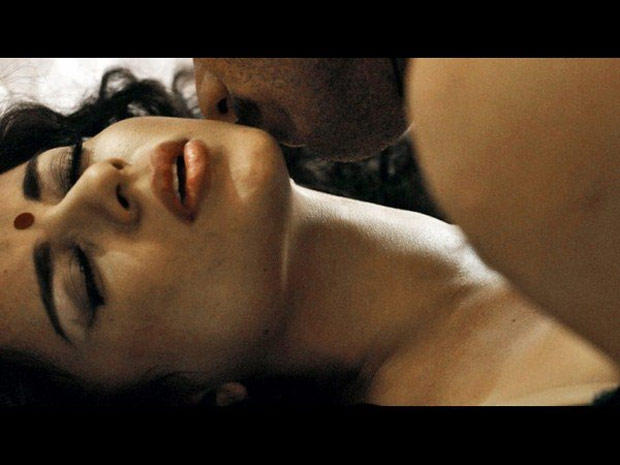 Kangana and John Hot Kiss Scene From Shootout At Wadala Movie