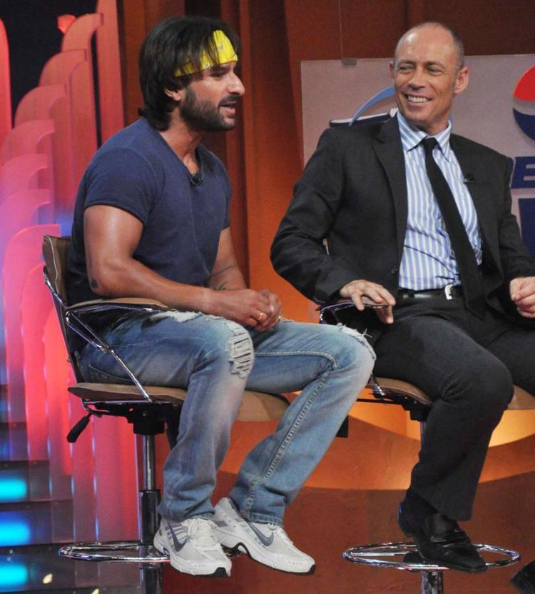 Saif Ali Khan Cool Chatting Still On The Sets Of Extra Innings T20 IPL 2013