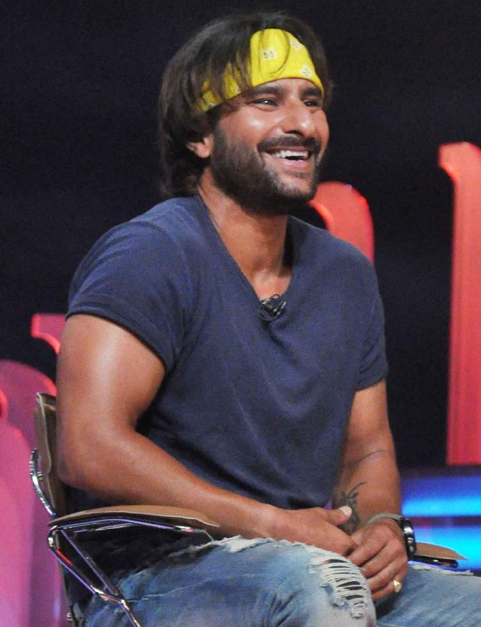 Saif Ali Khan Smiling Look On The Sets Of Extra Innings T20 IPL 2013