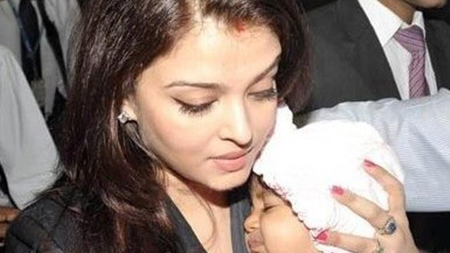 Aishwarya Rai With Her Daughter Aaradhya At Mumbai International Airport