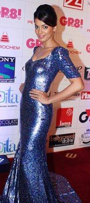 Mugdha Godse Poses During The 3rd GR8 Women Awards 2013