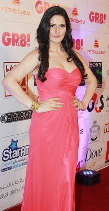 Zarine Khan In Pink Strapless Gown At GR8 Women Awards 2013