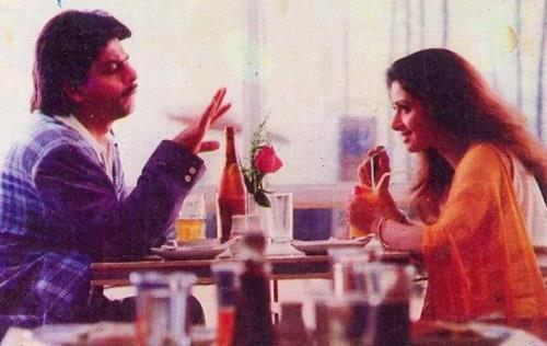 Shahrukh And Sridevi Cool Chatting Still From Army Movie