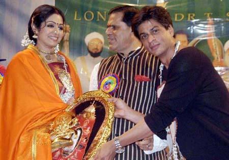 Shahrukh And Sridevi Nice Photo Still