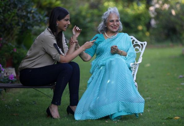 Sonam Turns Reporter And Interviews With Waheeda