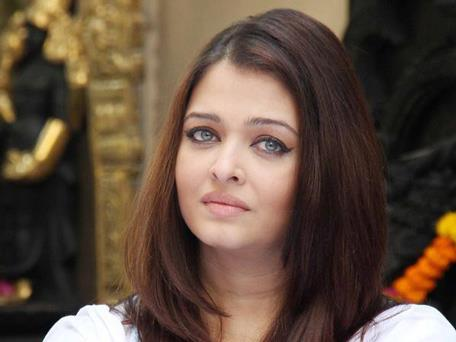 Aishwarya Rai Bachchan Dazzling Face Look At Home During The Girl Child Support Event
