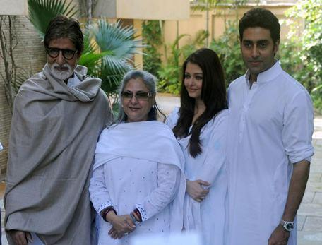Amitabh,Jaya,Abhishek And Aishwarya Posed For Camera At Home During The Girl Child Support Event