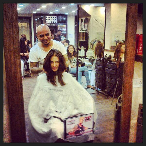 Nargis Fakhri At A Beauty Parlour Smiling Look Still