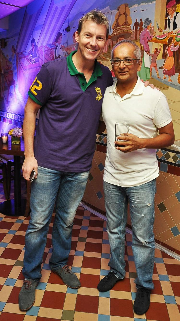 Brett Lee And Jay Mehta Posed For Camera At KKR Team Dinner Party In Pizza Metro Pizza