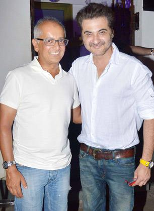 Jay Mehta And Sanjay Kapoor Smiling Pose At KKR Team Dinner Party In Pizza Metro Pizza