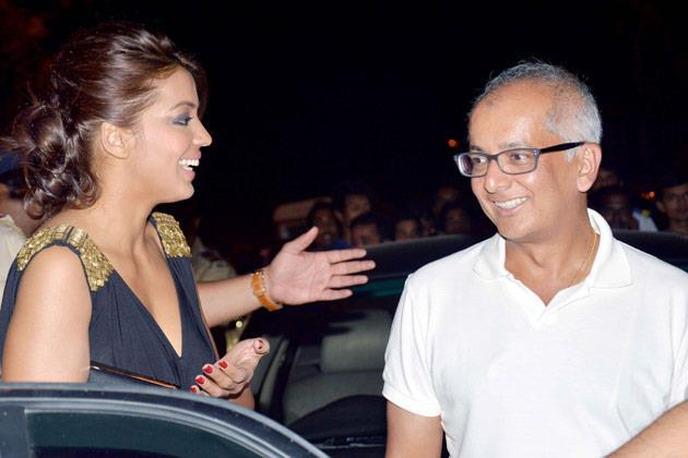 Mugdha Godse And Jay Mehta Cool Chatting At KKR Team Dinner Party In Pizza Metro Pizza