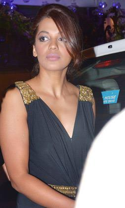 Mugdha Godse Glamour Look At KKR Team Dinner Party In Pizza Metro Pizza