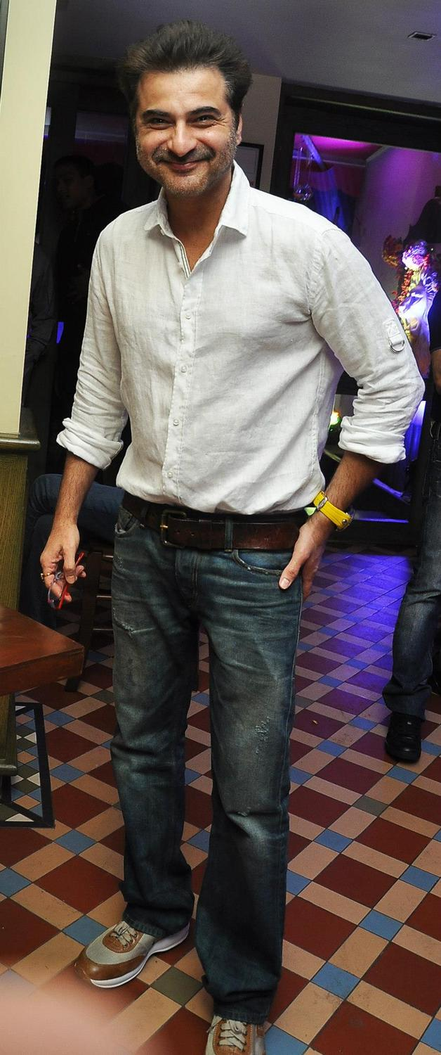 Sanjay Kapoor Flashes A Smile At KKR Team Dinner Party In Pizza Metro Pizza