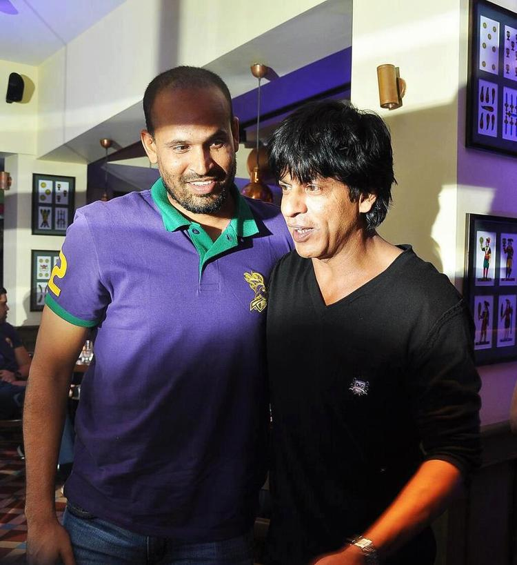 Yusuf And Shahrukh Dazzling Look At KKR Team Dinner Party In Pizza Metro Pizza