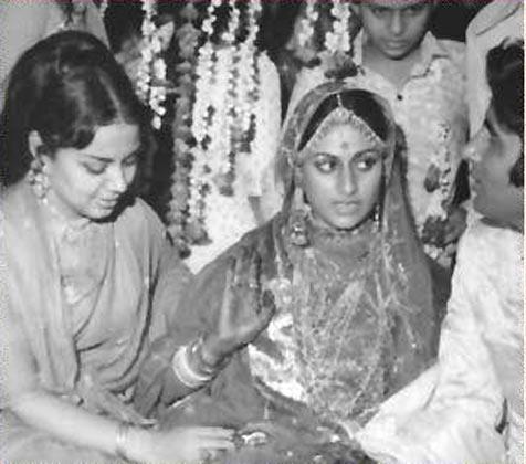 Actress Farida Jalal At Amitabh and Jaya Bachchan's Wedding
