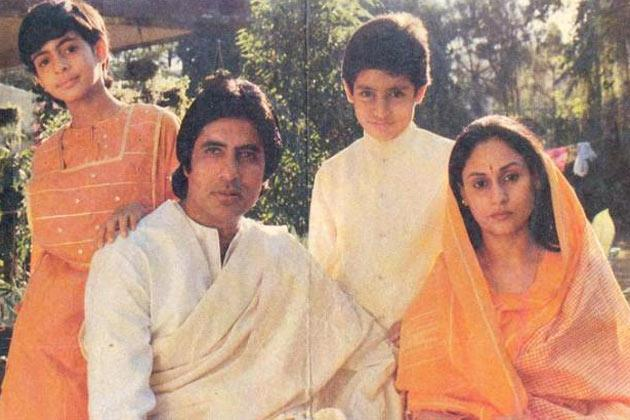 Amitabh,Jaya,Shweta and Abhishek Pose For A Family Picture