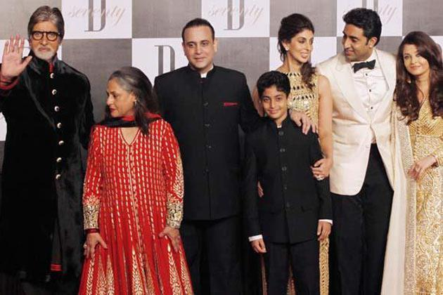 Jaya's Sweet Family Poses During Amitabh's 70th Birthday Party
