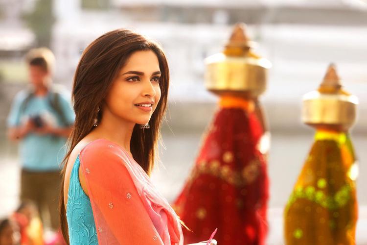 Deepika Padukone Beautiful Cute Look Still From Yeh Jawaani Hai Deewani Movie