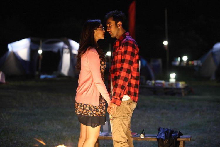 Ranbir And Deepika Romantic Cool Look Still From Yeh Jawaani Hai Deewani Movie