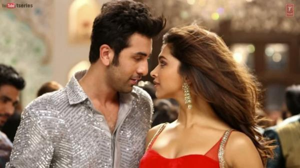 Ranbir And Deepika Romantic Look From Yeh Jawaani Hai Deewani Movie