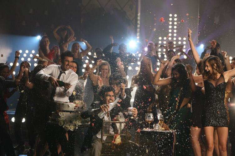 Ranbir Kapoor Awesome Dance Still In Batmiz Dil Song From Yeh Jawaani Hai Deewani Movie