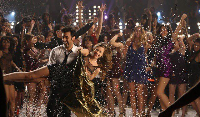 Ranbir Kapoor Cool Dance Still In Batmiz Dil Song From Yeh Jawaani Hai Deewani Movie
