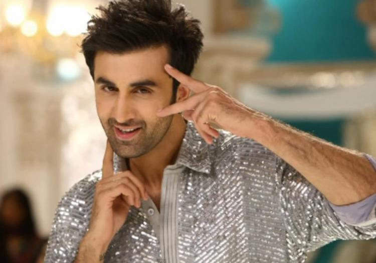 Ranbir Kapoor Cool Smiling Pose Still From Yeh Jawaani Hai Deewani Movie