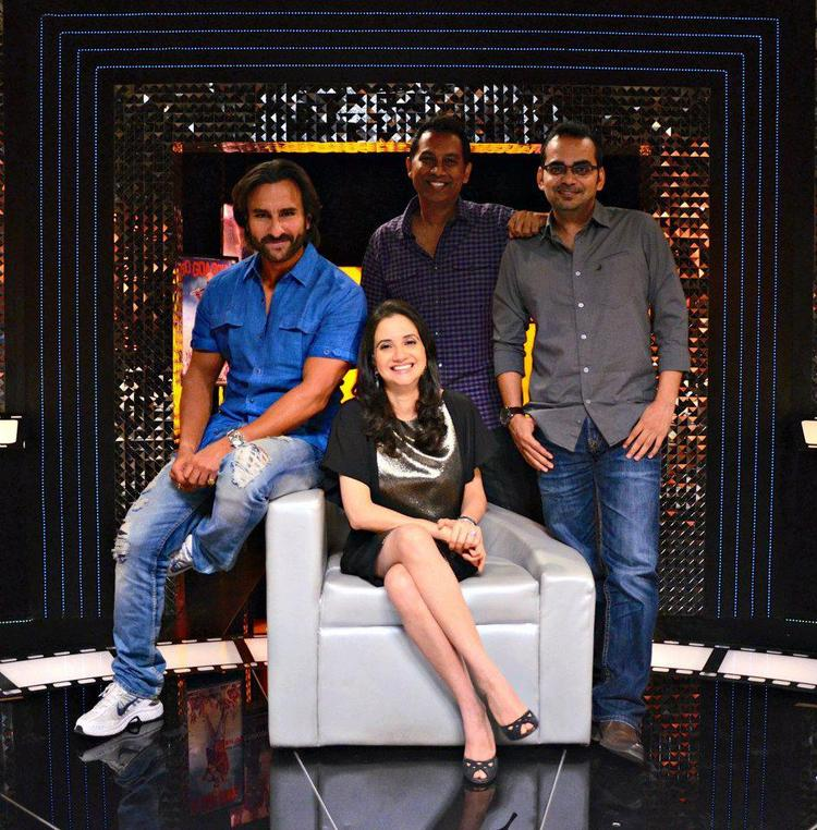 Saif,Anupama,Raj And Krishna D.K. Posed For Camera On The Front Row Show