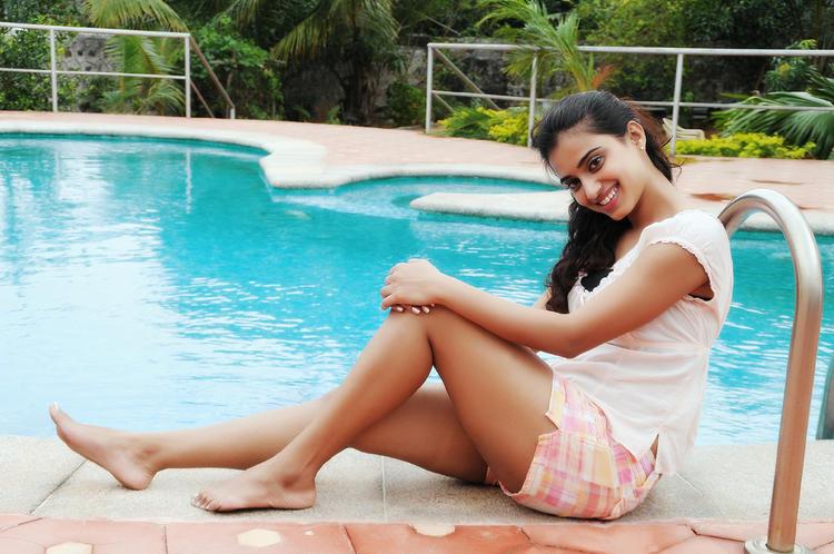 Dimple Chopra Swimming Pool Still In Yaaruda Mahesh Tamil Movie