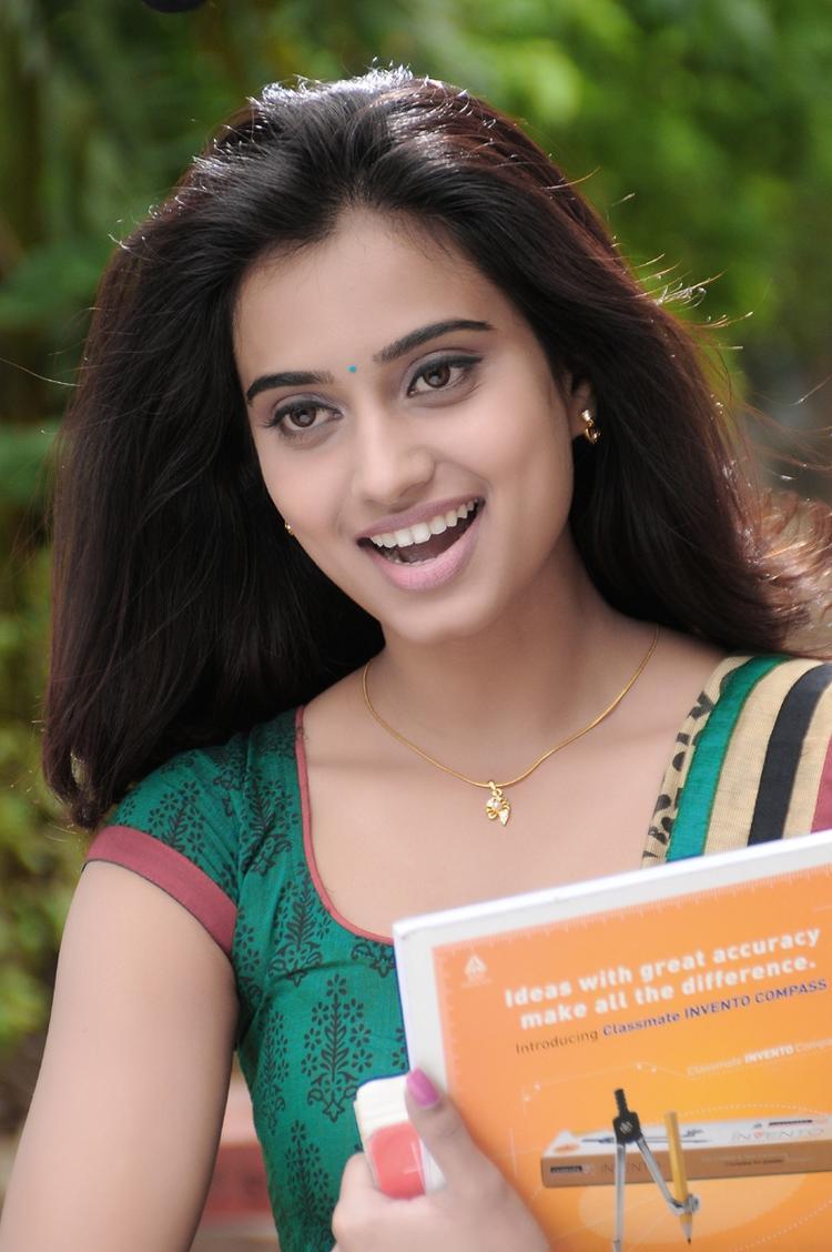 Sweet Dimple Chopra Stunning Still In Yaaruda Mahesh Movie