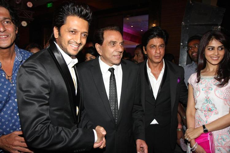 Genelia And Riteish With Dharmender and Srk At Yamla Pagla Deewana 2 Music Launch Event