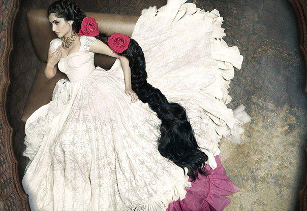 Sonam Kapoor Nice Dazzling Look Photo Shoot For Elle May 2013